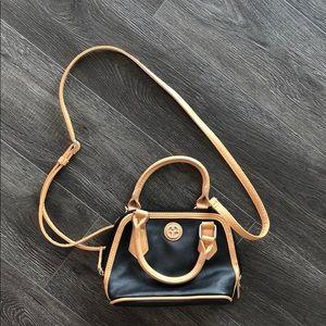 Giani Burnini crossbody purse